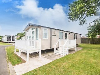 8 Berth Caravan at Hopton Haven Holiday Park, in Great Yarmouth. REF 80027T