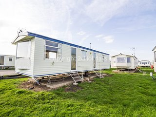 8 berth caravan at St Osyth Holiday Park. In St Osyth.*Pets allowed. REF 28005GC