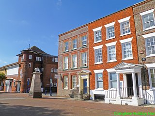 The Georgian Apartment - a 2 bedroom apartment near Gosport town centre