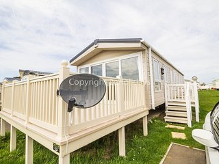 6 berth caravan, close to sea front. At St Osyth Holiday Park. REF 28005TD