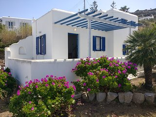 Comfy house with pool and sea view, sleeps 2
