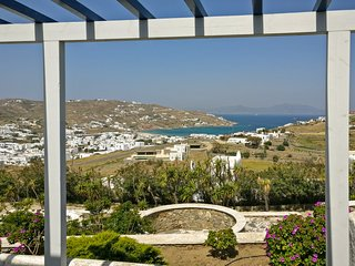 Comfy house with pool and sea view, sleeps 4