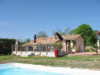 Exclusive Gite with shared pool and WIFI, Charente Maritime.