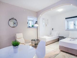 Lovely studio apartment Emotha, Trogir (A1)