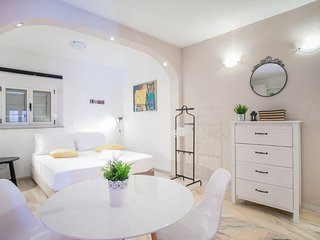 Lovely studio apartment Emotha, Trogir (A2)