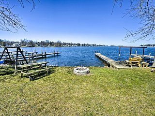 Waterfront Wolcott/Port Bay Lakehouse w/Prvt Dock!