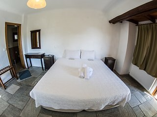 Hotel Alkifron - Bedroom 3, holiday rental in Katochori