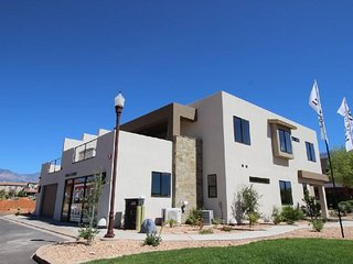 Red Cliff Canyon |Luxury Town home in Newest Community with 4 Master Suites