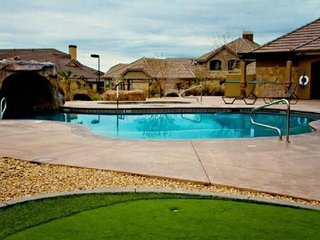 Southern Comfort- Amazing Town home w/discount golf!