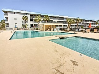 Clean 1BR Tybee Island Condo 100 Yards from Beach!