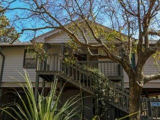 Oceanfront beach house with amazing views, private beach access, sundeck, yard &