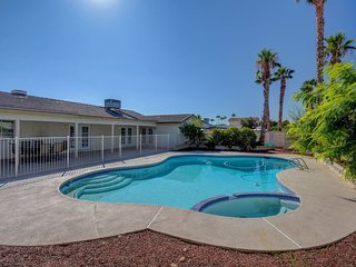 Heated Pool + Spa ★ Modern Luxury 4BR ★ Sleeps 14!