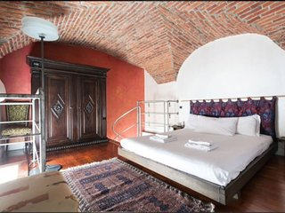 Luxury Stay ★ Sleeps 5 ★ BEST Location in Milan!