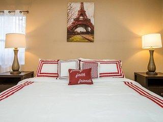 *Sleeps 8* Large Elegant 2 BR house near LV Strip