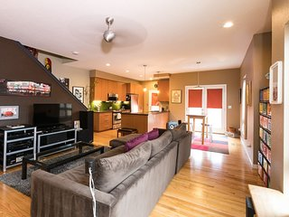Sleeps 10 ★ Close to Downtown Denver ★ Modern 3BR