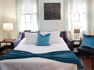 *Sleeps 6* LARGE 2BR in Warehouse District Near FQ
