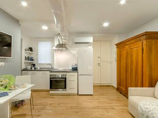 BRAND NEW! Luxurious Apartment in Heart of Milan