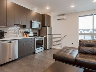 Sleeps 8 ★ BRAND NEW ★ Minutes to Downtown Seattle