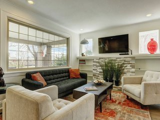 Fully remodeled 4 BR Luxurious House in Sunnyside