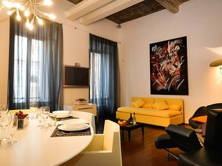 Ultra Modern Trevi Fountain Apt in Heart of Rome!