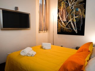 Ultra Modern Trevi Fountain Apt in Heart of Rome