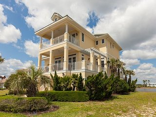 OCEAN VIEWS, GORGEOUS SUNSETS AMENITIES RIGHT AROUND THE CORNER-SUMMER WIND!!