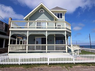 Restored Ginger Bread Home Steps from the Inkwell Beach