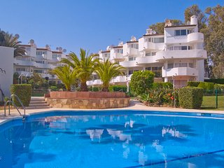 Spacious duplex apartment walking distance to the beach
