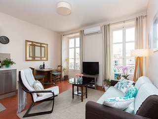 Central Cannes, Light-filled, Quiet, Charming,  1 Bedroom sleeps 3/4