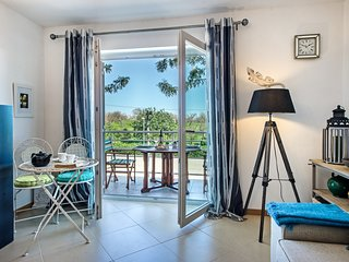 Apartment Noelle | Fabulous 1 bedroom apartment pool, aircon, wifi