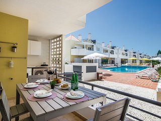 Apartment Viola | A fabulous 2 bedroom apartment overlooking the swimming pool