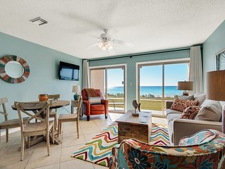 1st Floor Beachfront Condo: Walk-out to beach! Low-Density Resort, Private Beach