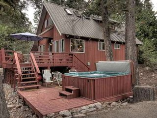 Tahoe Cabin - Backs to Forest, Hot Tub, Walk to Pool