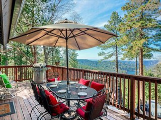 Lake Gregory Views, Hot Tub, Family/Pet Friendly!