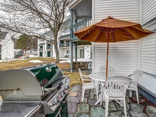 Ski-in/ski-out condo w/ shared pool - easy slope access, year-round outdoor fun!