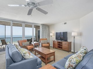 Waterfront penthouse w/ beach views, shared pool, hot tub, & tennis court