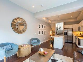 NEW! Luxury 2BR/2BA Downtown Townhouse Min 2 Broadway & Honky Tonks! Free Parkin