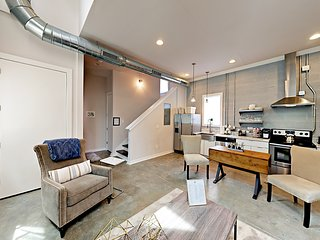 Luxury Downtown Loft, Private Rooftop, Free Parking blocks 2 Honky Tonks!