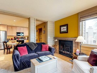 Comfortable condo w/ shared pool & hot tub - close to slopes, dining, & town!