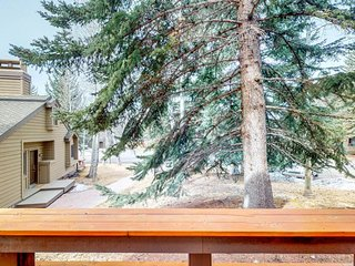 NEW LISTING! Comfy condo w/shared pool & hot tub-near slopes, dining & town