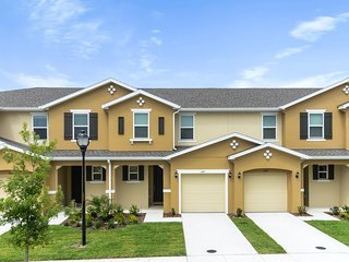 4 Bd Sleeps 10 w/GameRoom Close to Disney 5147A
