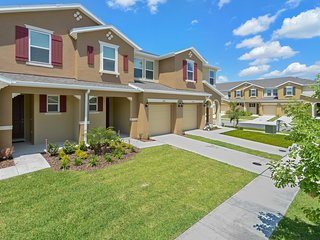Four Bedroom Family Friendly w GameRoom Close Disney 5145C