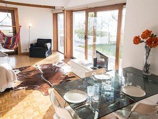 Spacious Laranjeiras Terrace apartment in Laranjeiras with WiFi, private terrace