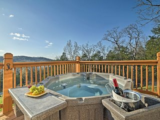 Blue Eye House w/ Hot Tub - Table Rock Lake View!