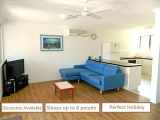 Wallis View 26 - Forster - 3 bedroom - Opposite the Lake - Air Conditioned