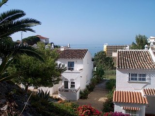 Beautiful Town house with sea views. 10 minute walk to the beach
