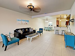 Refined 3BR w/ Pool - Minutes to Beach, Schlitterbahn & Dining