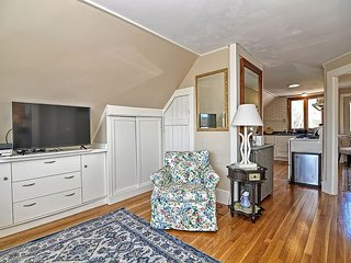 Helen's Way: Charming Gloucester apartment near Good Harbor Beach.