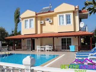 4 bedroom detached villa with large pool and childen's splash pool