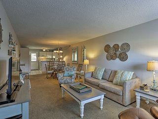 Cozy Fort Walton Beach Condo w/Pool - Near Beach!